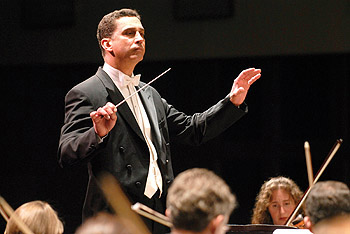 Emil de Cou conducting